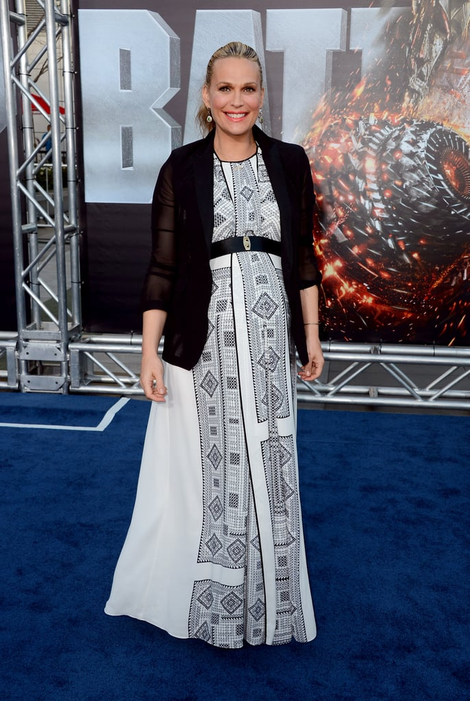 Molly Sims stepped onto the blue carpet for the premiere of Battleship in LA.