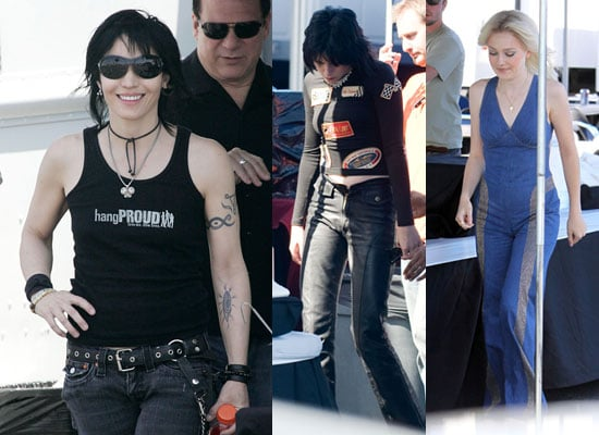 24/6/2009 Kristen Stewart and Dakota Fanning in Full Costumes Filming The Runaways
