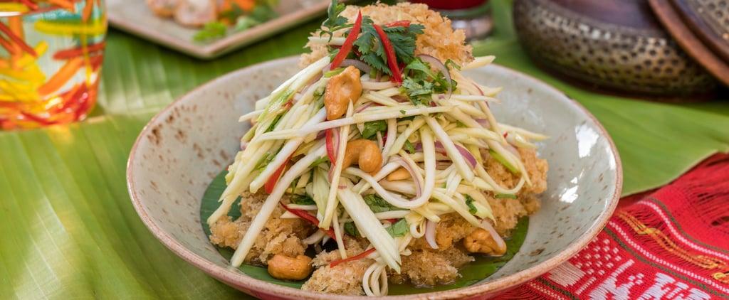 طبق الأسماك المفرومة المقرمشة مع سلطة المانجو الحامضة والكزب