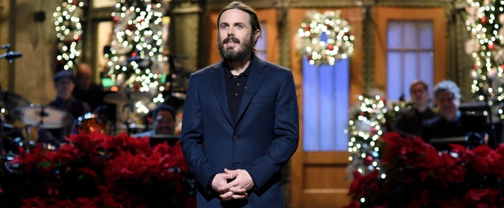 Watching This SNL Set Change Is More Stressful Than Last-Minute Holiday Shopping