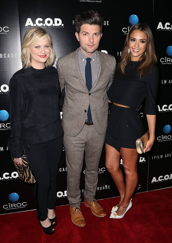 Amy Poehler, Adam Scott, and Jessica Alba shared a moment on the red carpet.