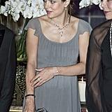Quand Elle N'a Pas Son Sac Chanel, Charlotte Accessoirise Avec de Jolies Pochettes