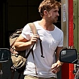 Ryan Gosling carried a backpack.