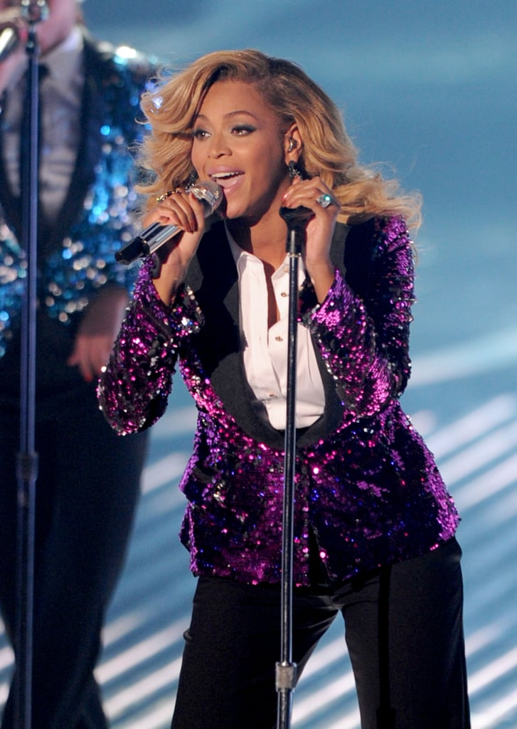 Beyoncé Shows Off Her Baby Bump During Amazing VMA Performance