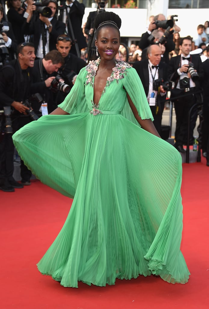 Lupita knew how to steal the spotlight in 2015, when she stepped out in a green Gucci gown: just give a little twirl!