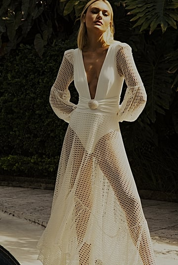 23 Sexy Wedding Dresses Perfect For the Beach