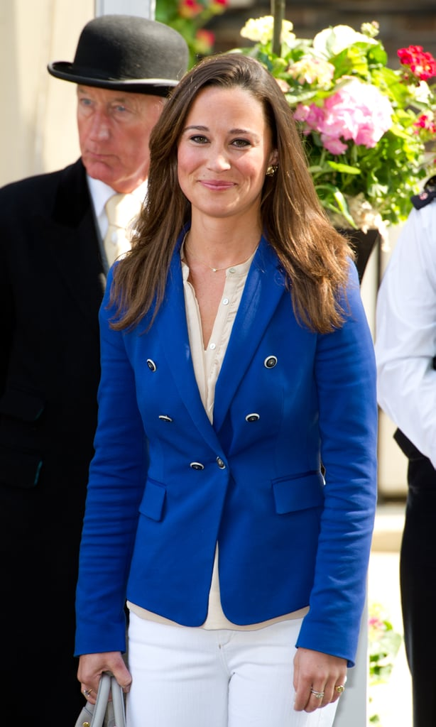 Pippa Middleton Becomes a Star and Waves With her Family the Morning After Royal Wedding!