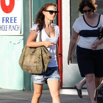 Natalie Portman Supports Obama Campaign Pictures