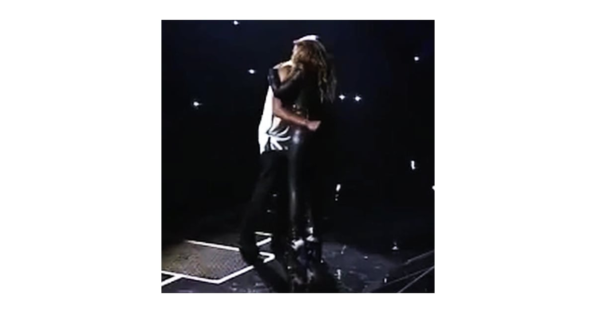 beyonce and jay z kissing at brooklyn concert video popsugar celebrity. Black Bedroom Furniture Sets. Home Design Ideas