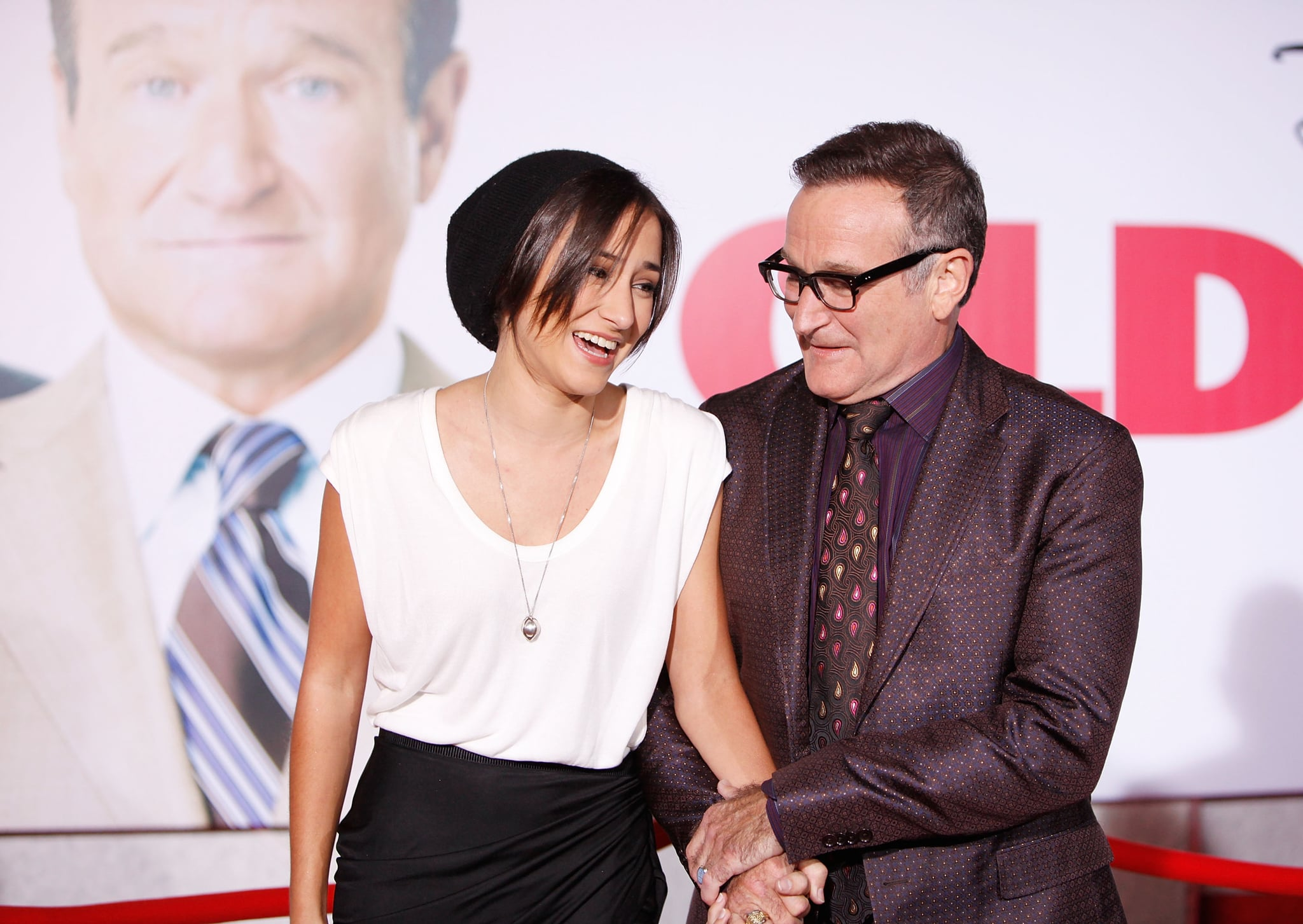 HOLLYWOOD - NOVEMBER 09:  Zelda Williams (L) and Robin Williams arrive to the Los Angeles premiere of