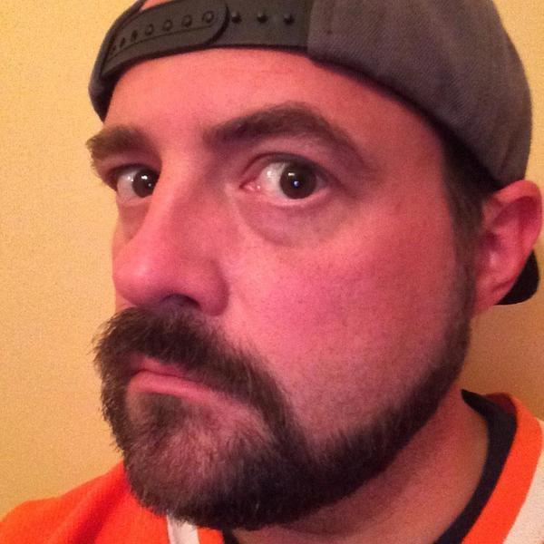 Kevin Smith Shaves His Beard | Photos