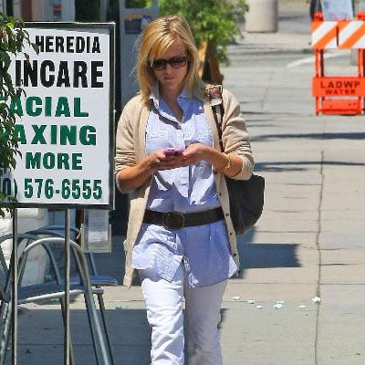 Reese Witherspoon Out in Brentwood 2008-05-27 23:39:54