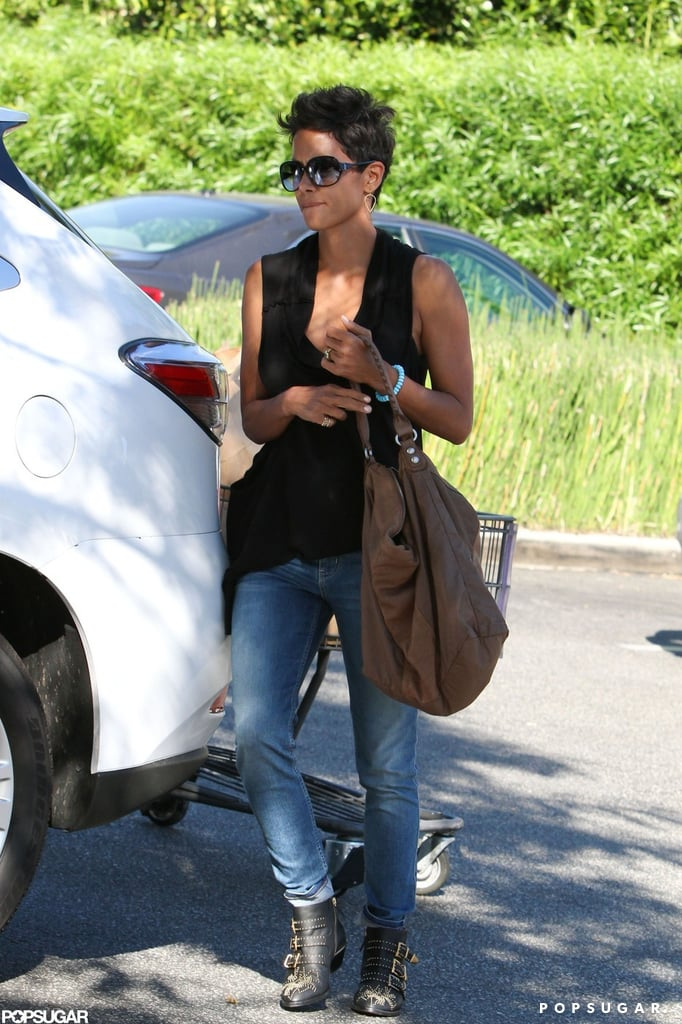 Halle Berry loaded groceries into her car.