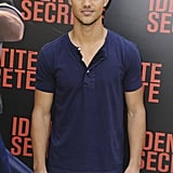Abduction star Taylor Lautner arrived in form fitted blue t-shirt for the Paris photocall.