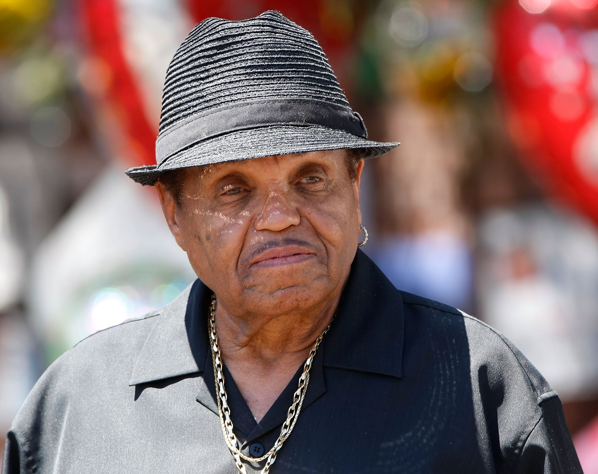 ENCINO, CA - JUNE 29:  Joe Jackson speaks with the media in front of the Jackson compound on June 29, 2009 in Encino, California. Michael Jackson, 50, the iconic pop star, died after going into cardiac arrest at around midday on June 25, 2009 local time in Los Angeles, California.  (Photo by Michael Buckner/Getty Images)
