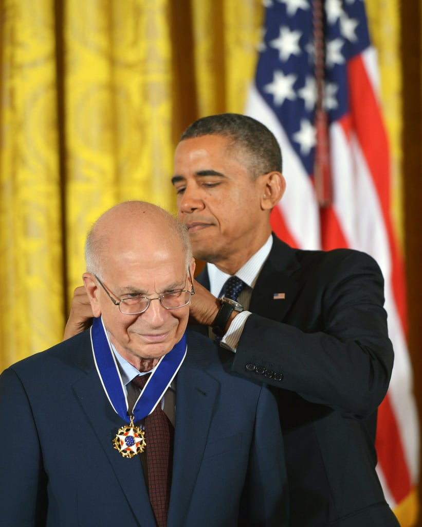 Barack Obama presented the Presidential Medal of Freedom to psychologist Daniel Kahneman.