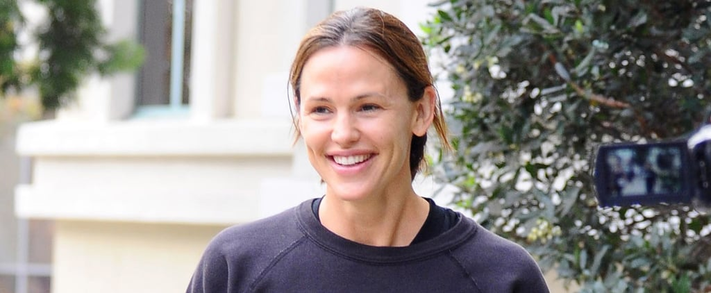 Jennifer Garner Jokes About Dating Brad Pitt During Her Morning Run