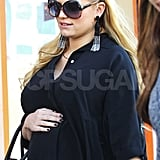Jessica Simpson kept her well-manicured hand in place on her pregnant belly.