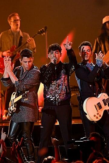 Jonas Sisters Reaction to Jonas Brothers BBMAs Performance