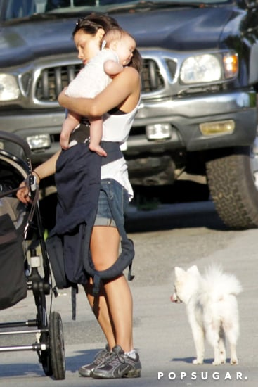 Jenna-Dewan-carried-her-daughter-Everly-Tatum-trip