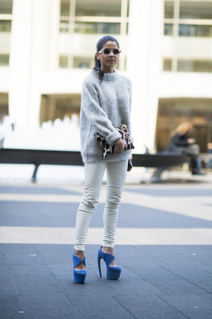 All white with a pop of bold blue on her shoes made this look infinitely more noteworthy. Source: Le 21ème | Adam Katz Sinding