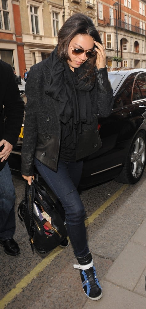 Mila opted for a sportier vibe for her London arrival in black-and-blue high-top sneakers.