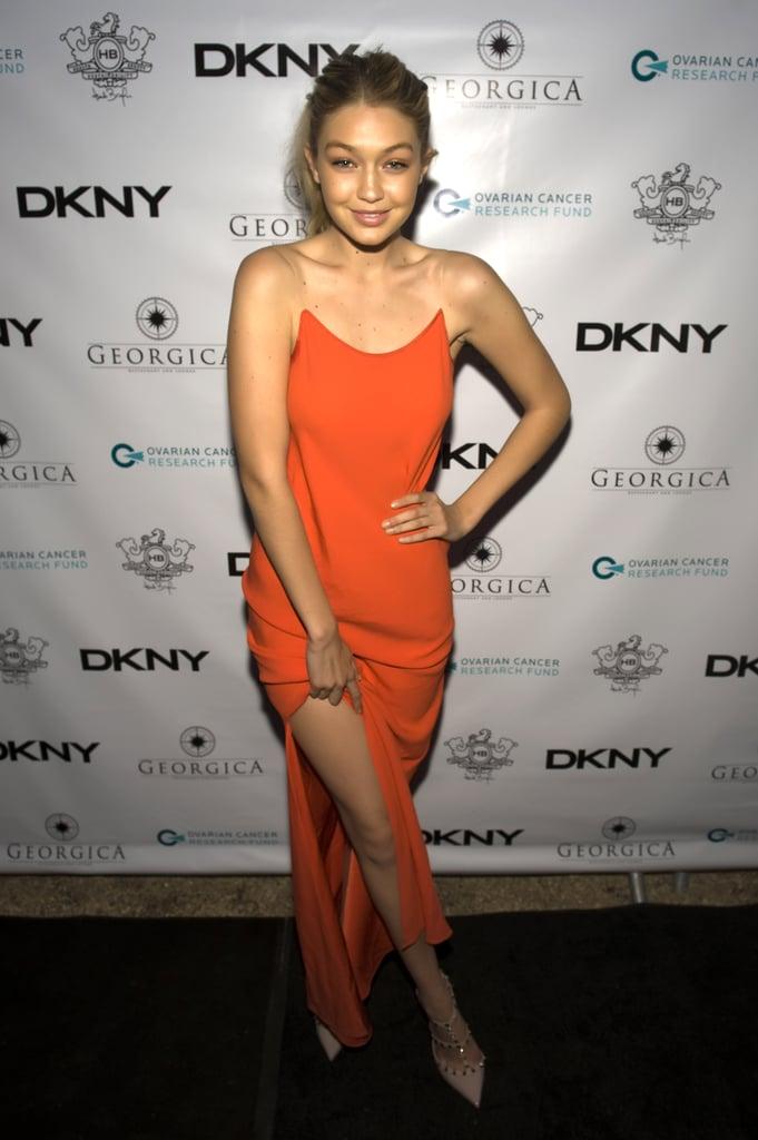 ارتدت هذا الثوب البرتقالي الضيق ذو فتحة الساق العالية لحضور حفل عشاء في نيويورك عام 2014.