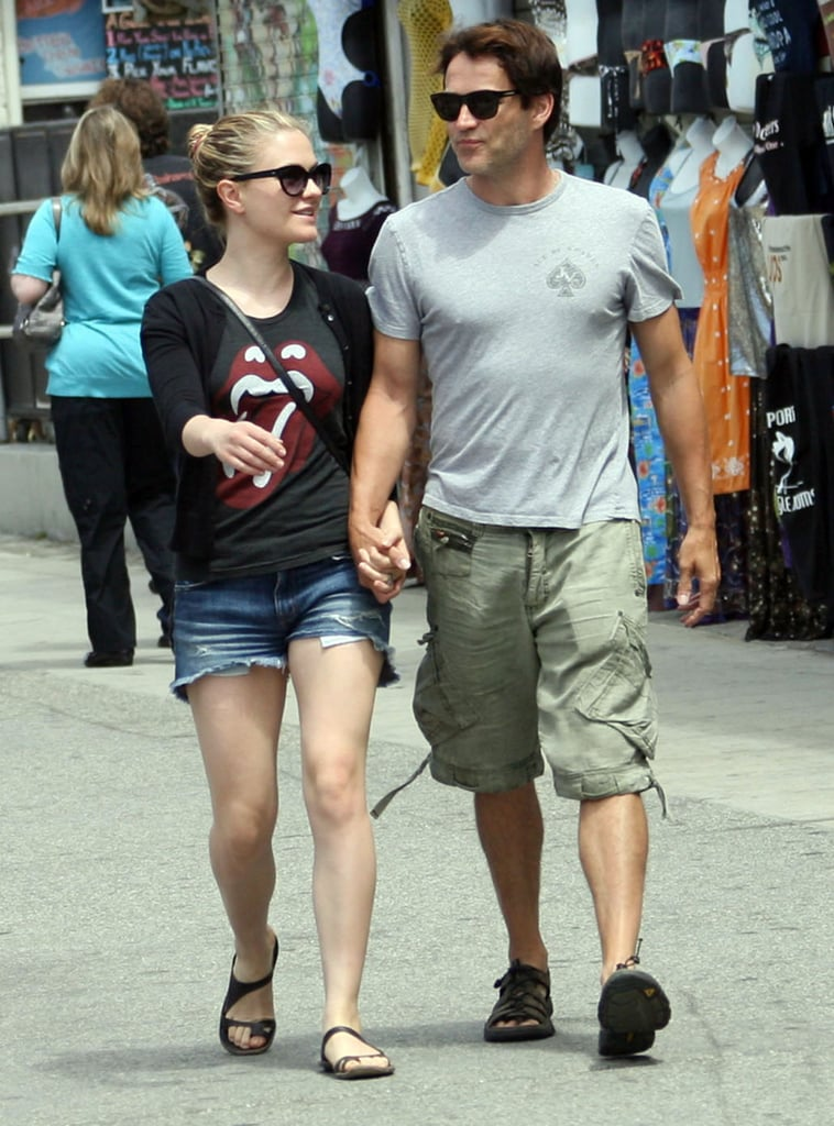 True Blood costars and real-life pair Anna Paquin and Stephen Moyer held hands and walked along Venice Beach's boardwalk Saturday morning. The couple dressed down for the early outing, but late last week Anna slipped into a sexy Stella McCartney dress while Stephen suited up for their HBO discussion panel. The popular vampire drama has been renewed for a fifth season, and with things heating up for Anna's character, Sookie Stackhouse, there's plenty to look forward to in upcoming episodes and seasons to come — Buzz's True Blood recap has the full rundown of what you missed on last night's episode, including a highly anticipated hookup, body-snatching spirits, and a werepanther in Bon Temps.