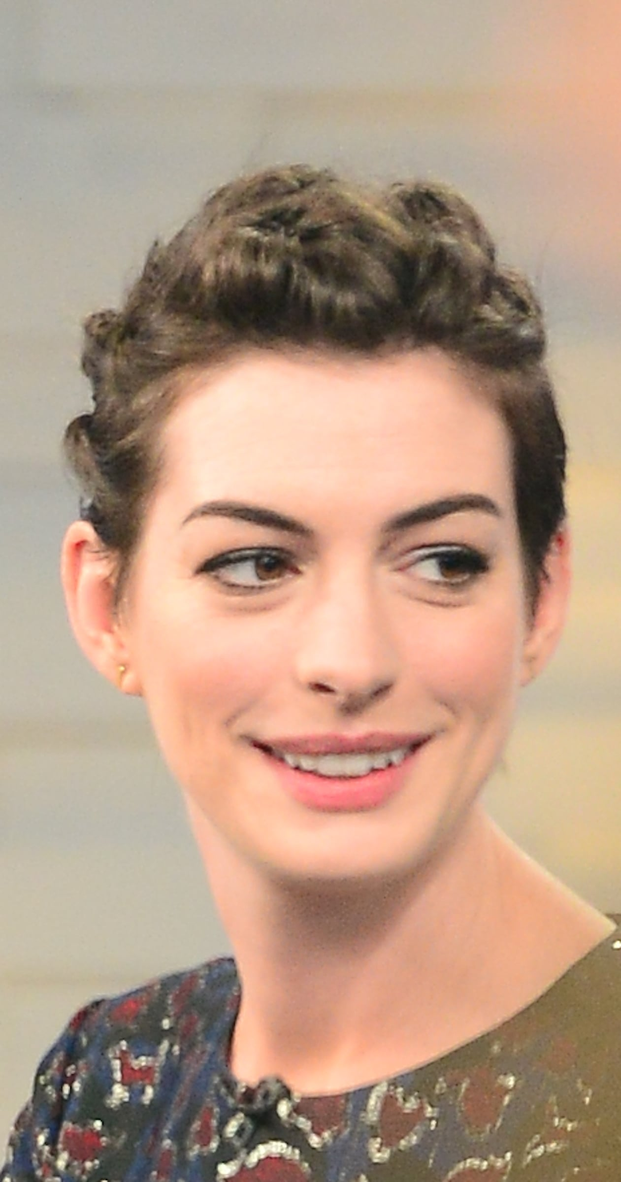 Anne Hathaway Best Pixie Hairstyles Popsugar Beauty