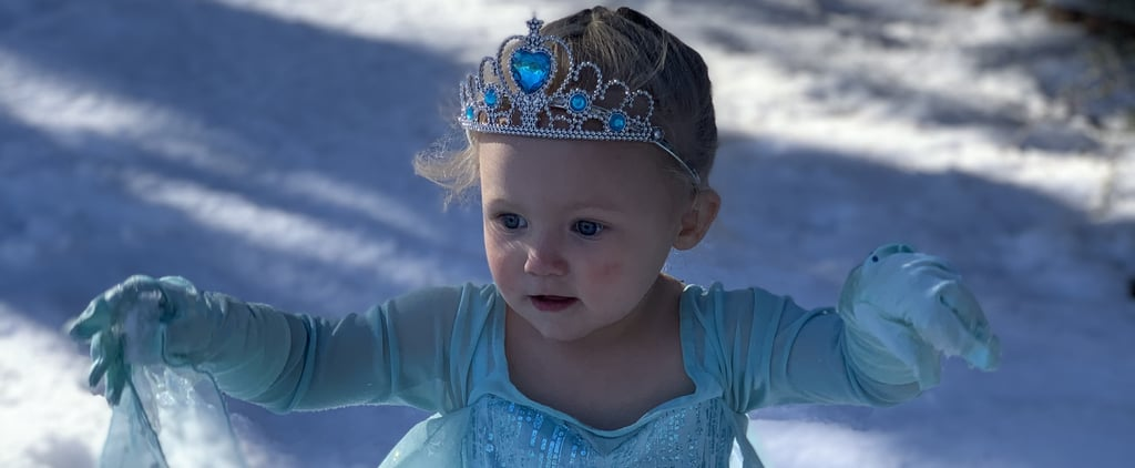 "2-Year-Old Girl Singing ""Let It Go"" Dressed as Elsa 
