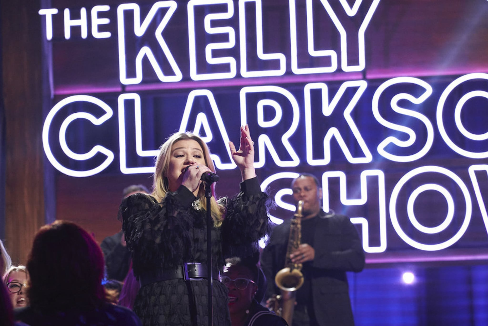 THE KELLY CLARKSON SHOW -- Episode 3049 -- Pictured: (l-r) Kelly Clarkson -- (Photo by: Adam Christopher /NBCUniversal)