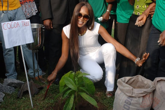 Naomi Campbell Gives Dirt Bag the Hand