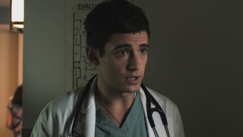 Dr. Wren Kingston (Julian Morris)