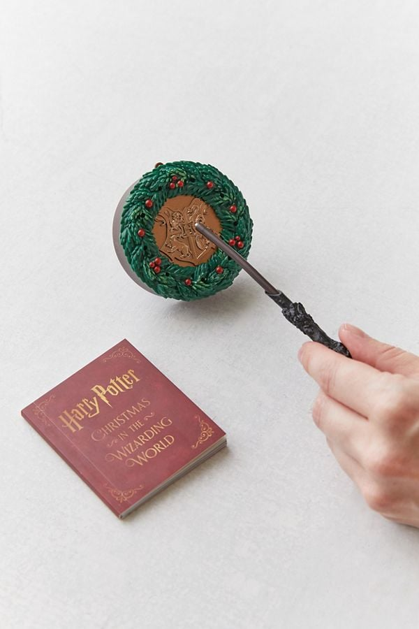 Hogwarts Christmas Wreath and Wand Set