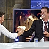 Clive Owen shakes hands with the host of El Hormiguero.