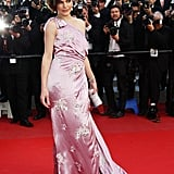Milla Jovovich wowed in an all-out glamorous one-shouldered gown.