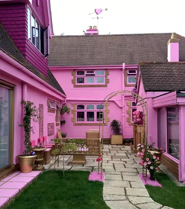 Millennials, Prepare to Flip Out Over This Real-Life Barbie Dream House Airbnb