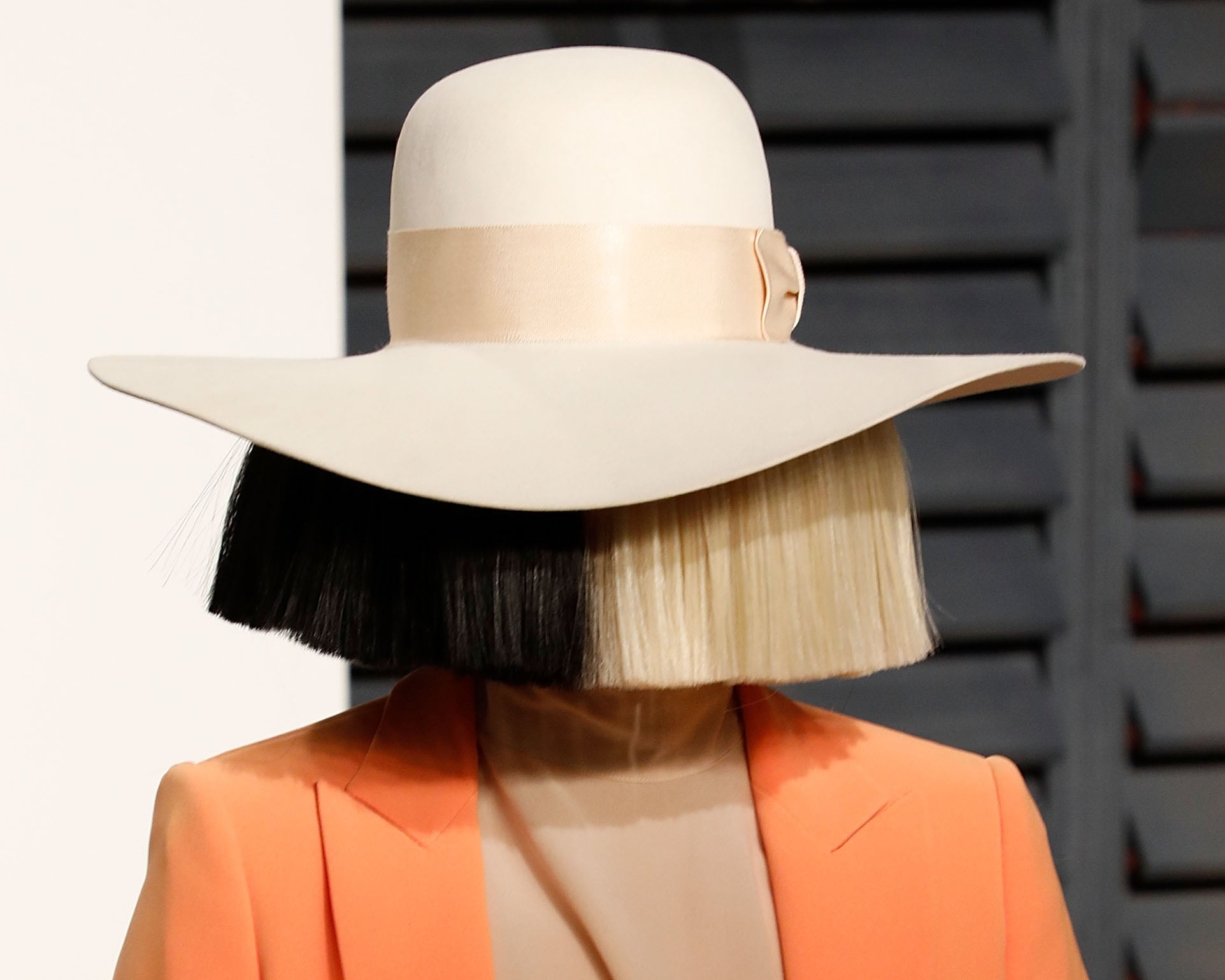 Discussion on this topic: Sia Responds to Backlash from Animal Rights , sia-responds-to-backlash-from-animal-rights/