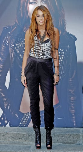 Pictures of Miley Cyrus in Ruched Pants 2010-06-01 14:00:22