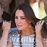 Bei der Hitze im australischen Busch musste auch Kate ihren Nacken etwas Luft gönnen. Wie wär's mit einer Hochsteckfrisur zur Abwechslung?!
