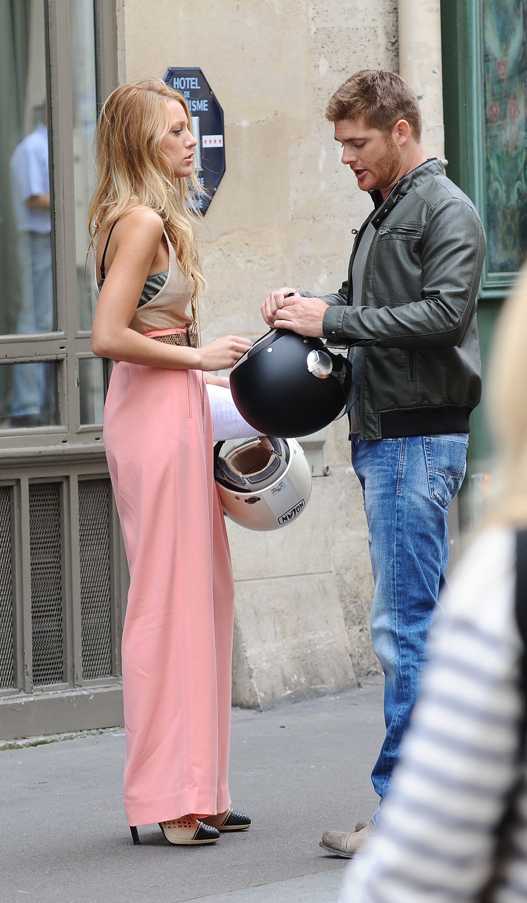 pictures of blake lively and leighton meester filming