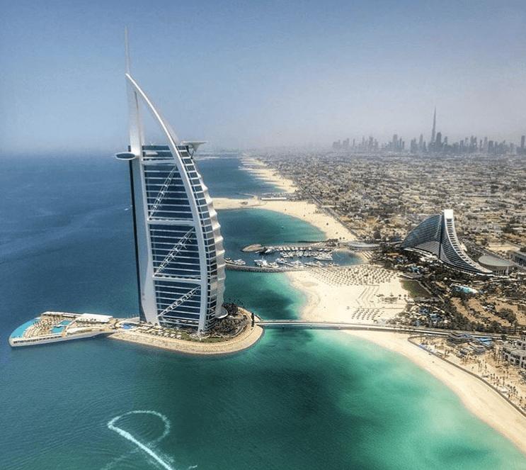 Sail Shaped Hotel In Dubai