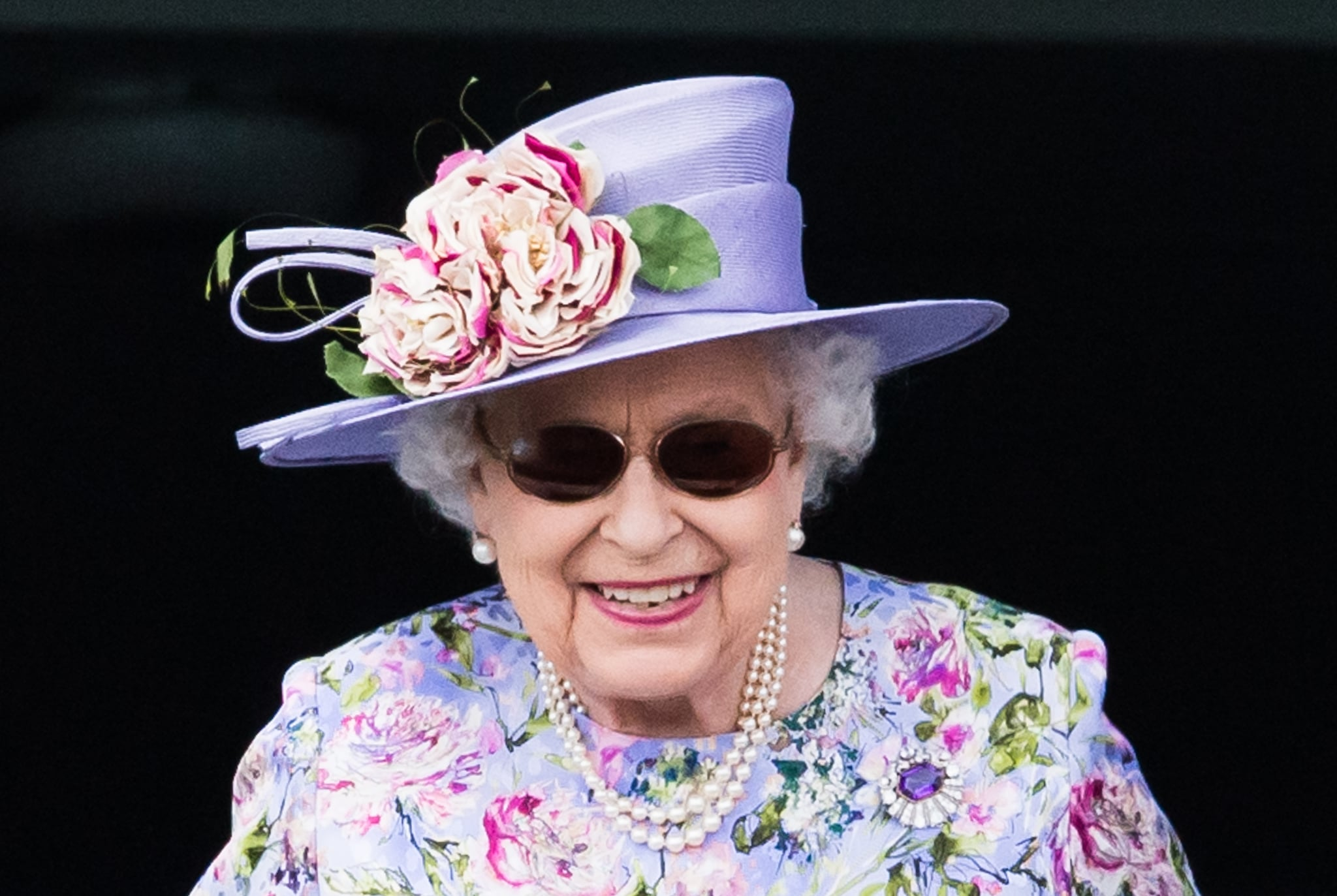 EPSOM, ENGLAND - JUNE 02:  Queen Elizabeth II watches the racing as she attends the Epsom Derby at Epsom Racecourse on June 2, 2018 in Epsom, England.  (Photo by Samir Hussein/Samir Hussein/WireImage)
