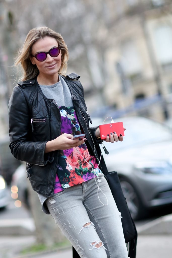 Style pros will appreciate the fact that her shades echo the hues in her top.
