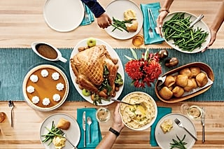 The Exact Menu This Editor Uses to Host a Big Friendsgiving For Less Than $45