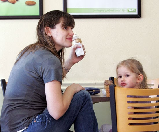 Photo of Jennifer Garner and Violet Affleck Getting Ice Cream