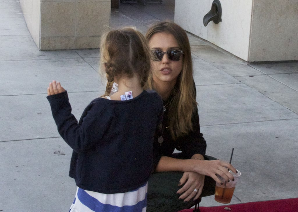 Jessica Alba chatted with Honor's little companion.