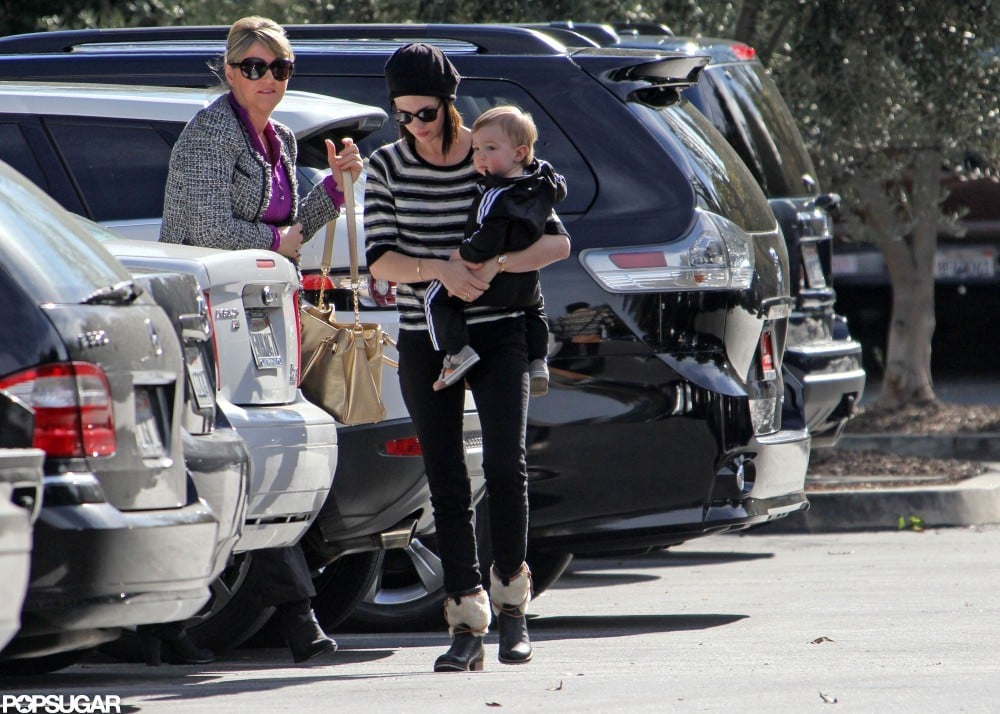 January Jones held baby Xander on her hip to grab a bite to eat with her mom in LA.
