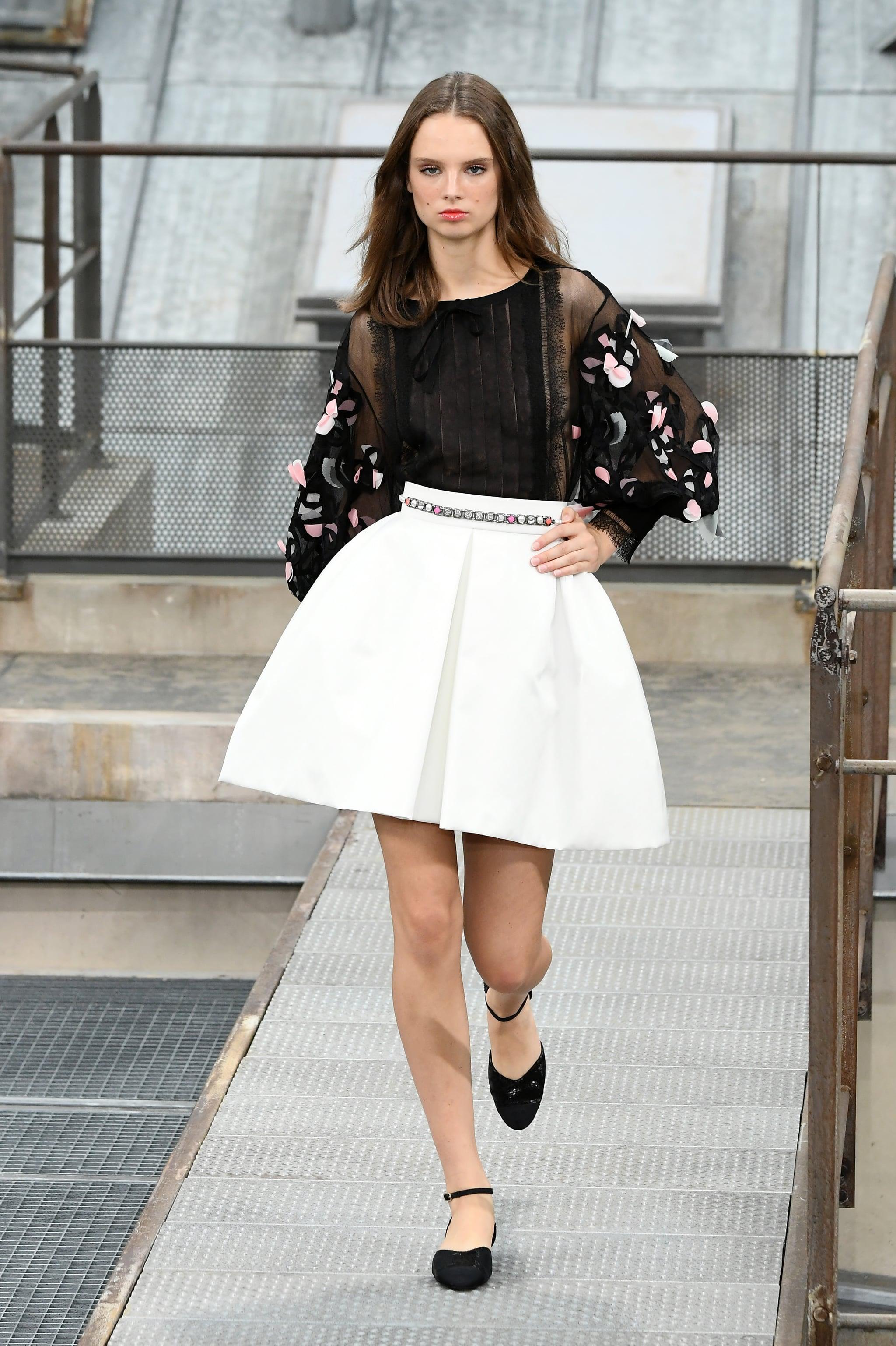 Chanel Summer 2020.Chanel Spring Summer 2020 Gigi Hadid And Kaia Gerber
