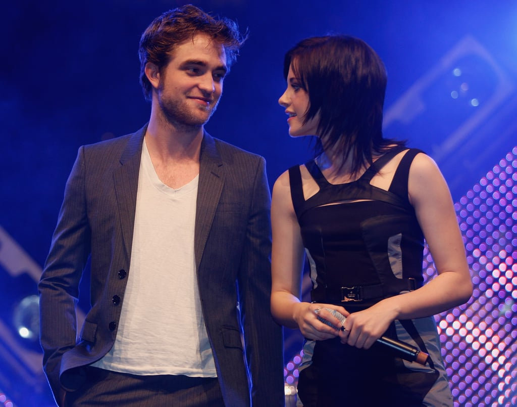robert pattinson kristen stewart dating 2009 As twilight's reluctant bloodsucker, vanity fair's december cover star has made teenage girls (and their mothers) swoon to accompany evgenia peretz's profile, which addresses pattinson's relationship with co-star kristen stewart and hollywood's doubts about casting him as edward cullen, vfcom presents the first of five slide shows.